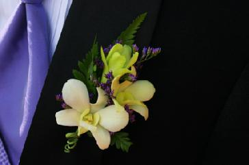 Grooms corsage boutinniere